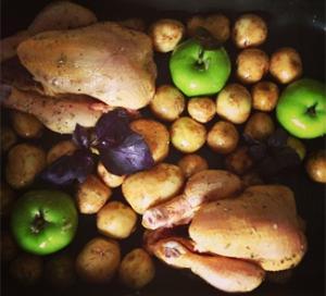 Мини-цыплята, запеченные с яблоками, картофелем и розмарином, пошаговый рецепт с фото